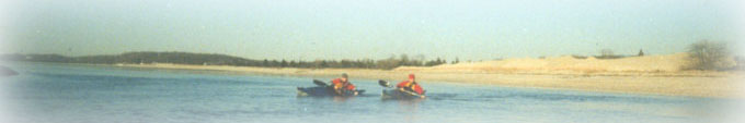 Low-brace turn by tandem paddlers